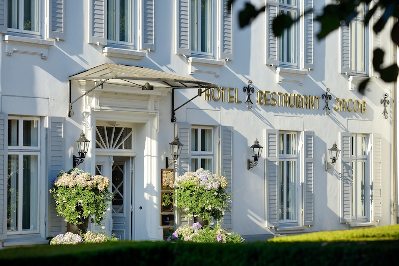Der Weg zum Hotel Louis C. Jacob führt entlang an Hamburgs Prachtmeile. Die Fassade des Hotels Louis C. Jacob ist einmalig / © Louis C. Jacob