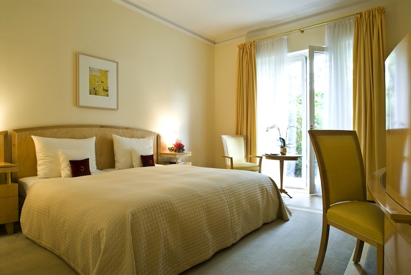 Zwischen 29 und 33 Quadratmeter erwarten den Gast in den Deluxe Dopllezimmern mit übergroßem Kingsize-Bett / © Louis C. Jacob