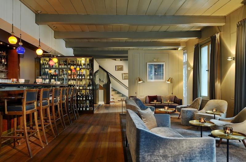 Die Jacobs Bar im Hotel Louis C. Jacob in Hamburg. Gemütliche Sessel laden in der Jacobs Bar zum Verweilen ein / © Louis C. Jacob