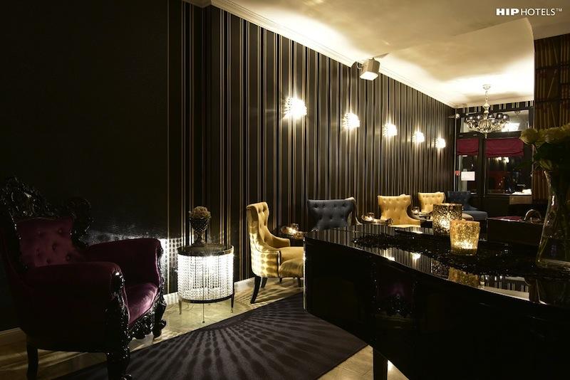 Die Gäste des Humboldt 1 Palais-Hotel treffen sich abendlich gerne in familiärer Runde zu einem Cocktail oder Glas Champagner in der Designer Bar / © HIP Hotels / Humboldt1