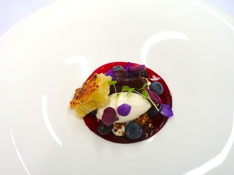 Das Dinner schloss mit einem geschmacklichen Feuerwerk: Reis Trautmannsdorff, Blaubeeren und Joghurteis / © Redaktion Lustfaktor