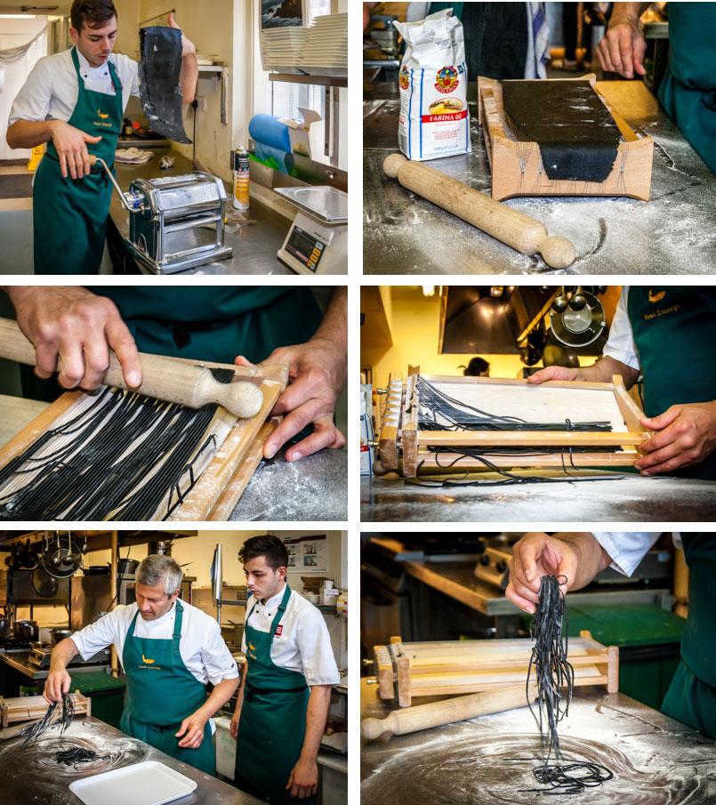 Die einzelnen Schritte der Pastaproduktion mit dem Carraturo. Zuerst wird der Teig mehrmals durch eine Nudelmaschine gedreht, bis er ganz dünn ist. Danach kann der dünne Teiglappen mit einem Nudelholz durch die Drähte gedrückt werden, die ihn in dünne Streifen schneiden. Anschließend kurz bemehlen und erst kurz vor dem Verzehr in Salzwasser al dente kochen. An der Seite des Chefkochs steht Salvatore Piacente, ebenfalls Absolvent an der Kochschule Santa Maria, an der schon José Graziosi sein Handwerk lernte / © Lustfaktor, Foto Georg Berg