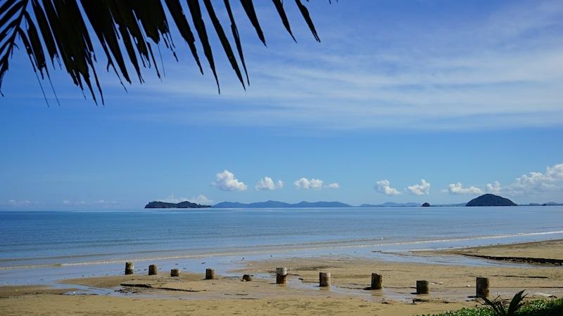 Borneo hat wunderschöne Strände, hier mit Sicht auf das Südchinesische Meer