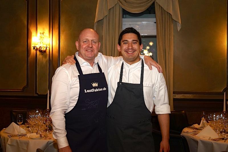 2 Sterne Koch Tohru Nakamura (re.) und Herausgeber des Luxus & Lifestyle Magazin FrontRowSociety.net, Andreas Conrad (li.)