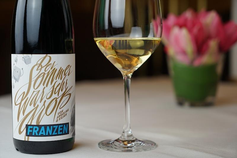 Der Sommer war sehr groß - das Weingut Franzen von der Mosel gestaltet nicht nur lässige Etiketten und bringt unkonventionelle Namensschöpfungen hervor, sondern bringt auch großartige Rieslinge auf die Flasche