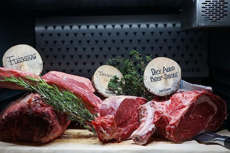 Im Dry Ager reift das Fleisch bis zu vier Wochen