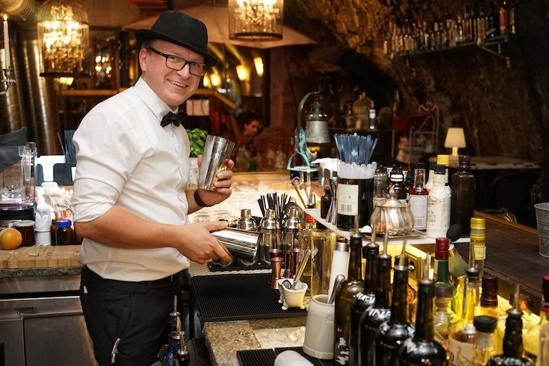Täglich: Bis 2 Uhr nachts kreieren Robert und sein Barkeeper-Team fantastische Gin-Variationen