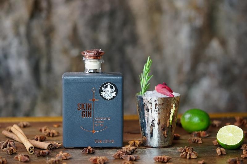 Die Barkeeper im Stollen 1930 können auf die weltweit größte Gin-Auswahl zugreifen. Wer aber glaubt, damit ist es einfach, eine gute Gin-Kreation zu entwerfen, der irrt. Täglich experimentiert das Stollen-Team an Neuem