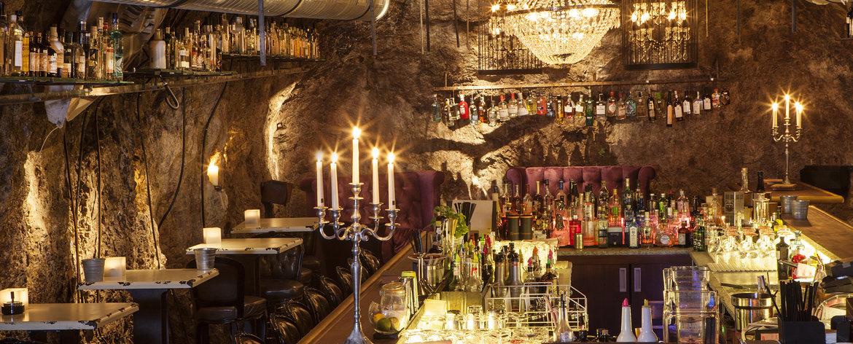 Der Stollen 1930 ist die größte Gin Bar der Welt. Über 900 Gins stehen hier bereit