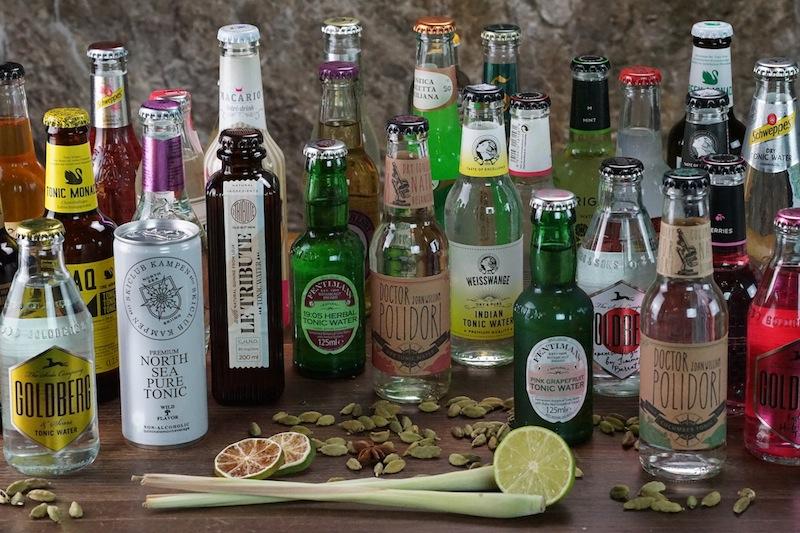 Wer außergewöhnliche und erstklassige Gin-Kreationen machen möchte, muss ebenfalls über eine große Auswahl an Tonic Water verfügen. Denn nicht jeden Tonic Water harmoniert zu jedem Gin