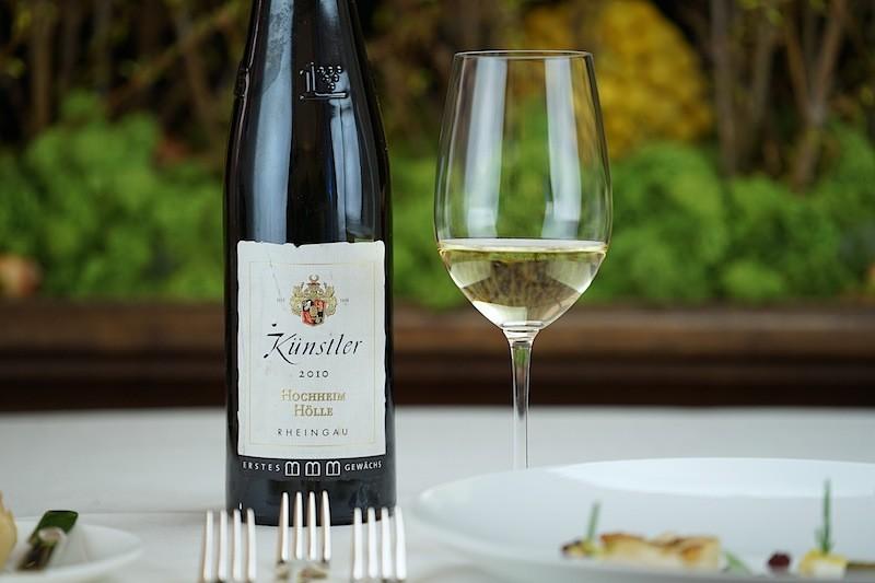 Das Weingut Künstler präsentierte zum Auftackt einen 2010er Hochheimer Hölle GG