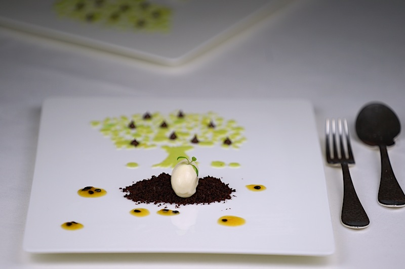 .... und entwerfen kleine Kunstwerke auf den Teller