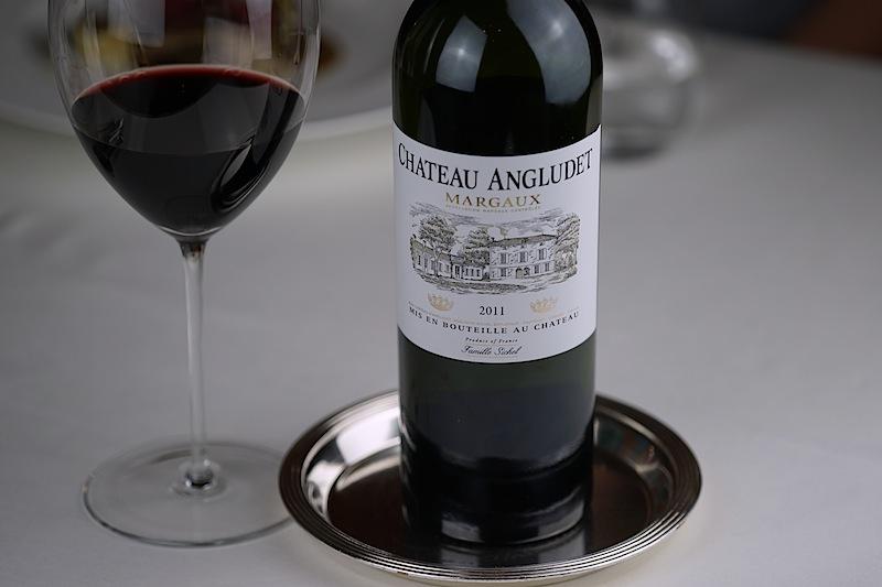 Die Trauben des Cabernet Sauvignon, Merlot, Petit Verdot sowie Cabernet Franc bilden die grundlage für diesen eleganten Rotwein des Chateau Angludet