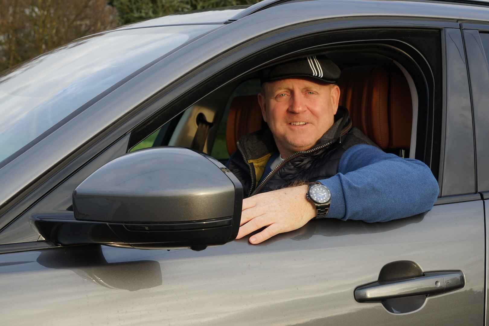 Andreas Conrad, Herausgeber des Luxus & Lifestyle Magazins LUSTFAKTOR ist vom Jaguar F-Pace überzeugt. Der 30d mit seinem V6-Biturbo verfügt über eine lineare Kraftentfaltung, das Handling ist stimmig und die Passagiere fühlen sich auch im Fond des F-Pace wohl