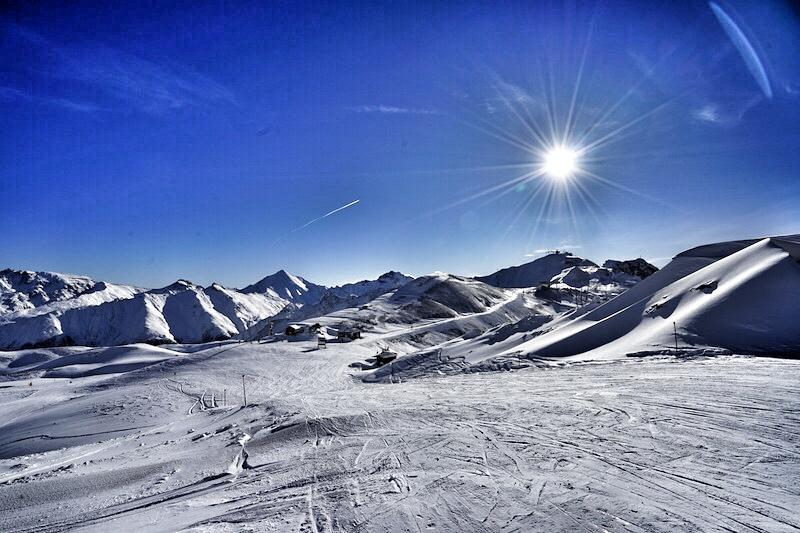Breite und bestens präparierte Pisten warten auf die langen Schwünge der Genuss-Skifahrer