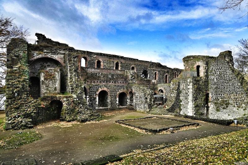 Die Überreste der alten Kaiserpfalz können noch besichtigt werden