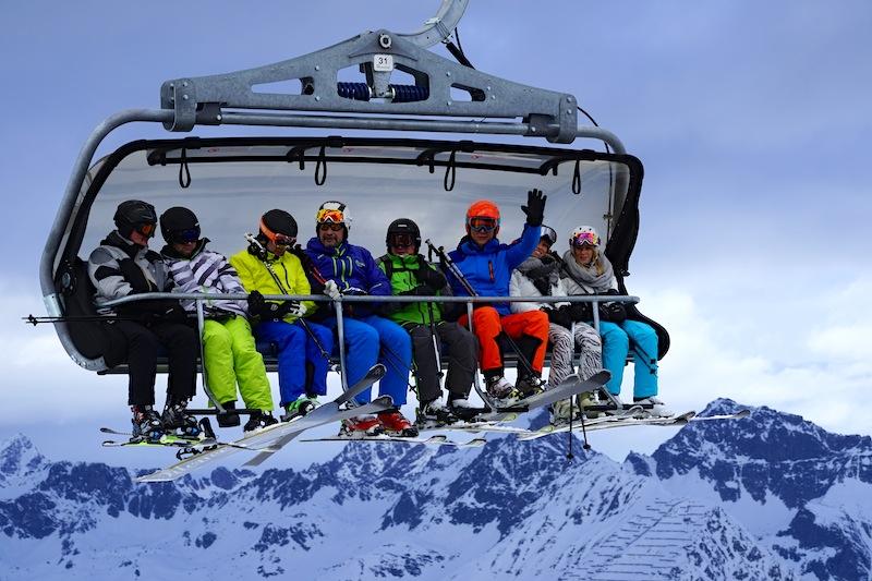 Die großen 8ter Sessellifte befördern die Schneehungrigen in Rekordzeit auf den Gipfel