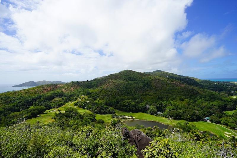 ... und der Blick zu anderen Seite der Insel Richtung Anse La Blague