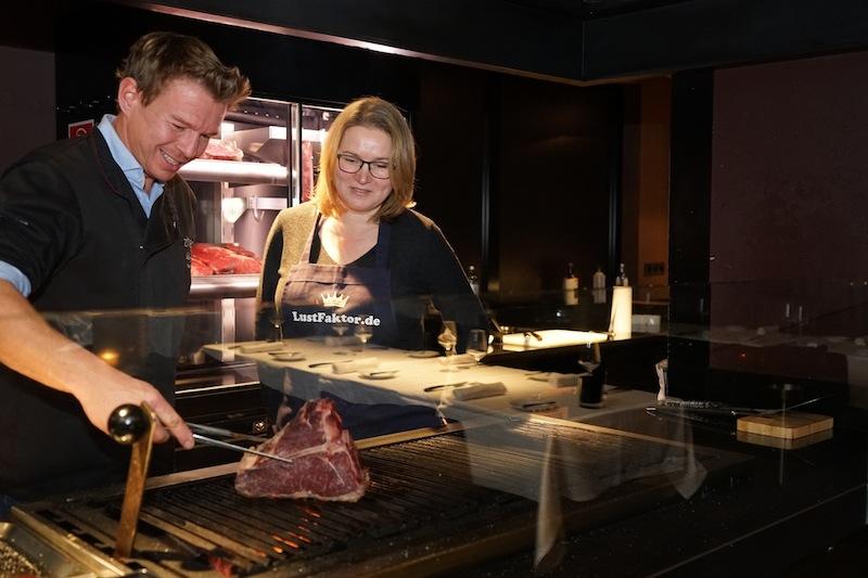 1,2 Kilogramm T-Bone-Steak. Da lacht sogar das Herz von Sterne-Koch Klaus Brunmayr