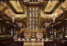 Die ATLAS Bar in Singapur zählt zu den schönsten Bars auf der Welt. In der Mitte der Bar ist der riesige Gin-Turm zu erblicken