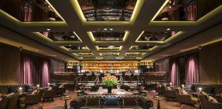 Die Manhattan Bar in Singapur - modern, mit historischem Glamour - zählt zu den besten Bars der Welt