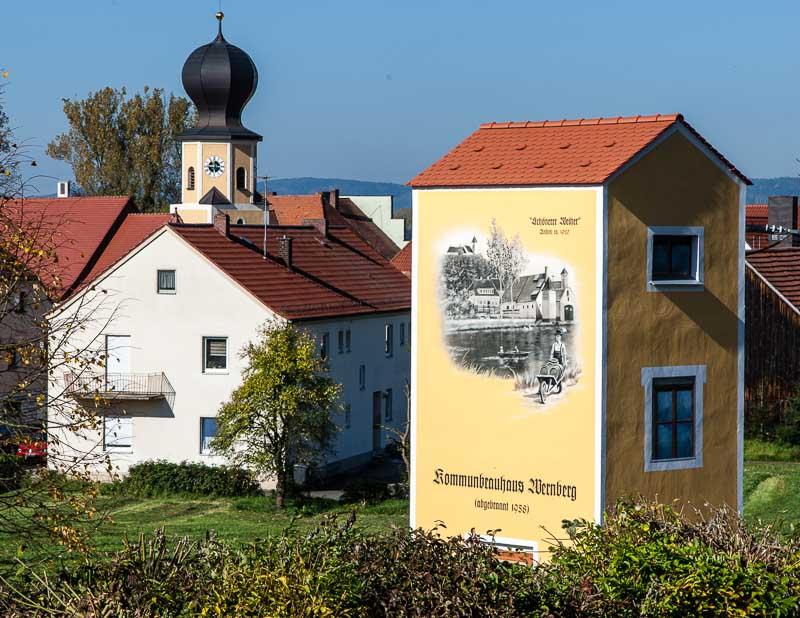 In Wernberg-Köblitz erinnert nur noch ein Umspann-Haus an das ehemalige Kommunbrauhaus, das an dieser Stelle einem Brand zum Opfer fiel