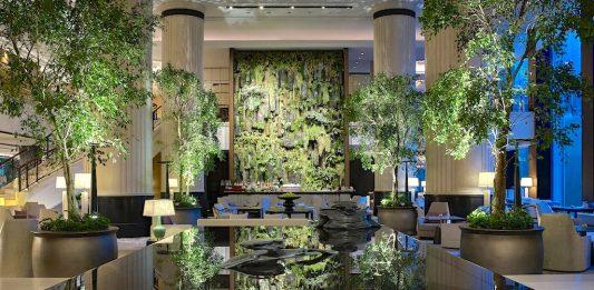 Eine Oase inmitten von Singapur - die Lobby des bekannten 5-Sterne Luxushotels Shangri-La