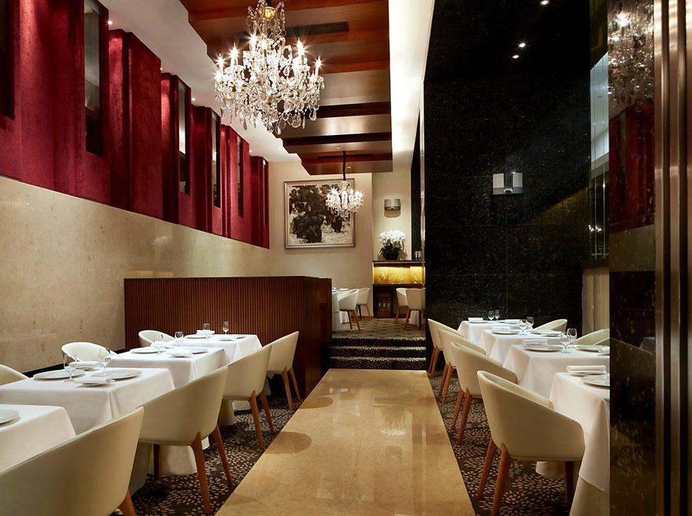 Das 2-Sterne Restaurant Les Amis ist das Flagschiff der Les Amis Group, welche heute 14 Konzepte und 24 Outlets in Singapur und weitere Konzepte in Übersee, darunter Joint Ventures und Franchises in Hongkong, Myanmar, Vietnam, den Philippinen und Indonesien betreibt
