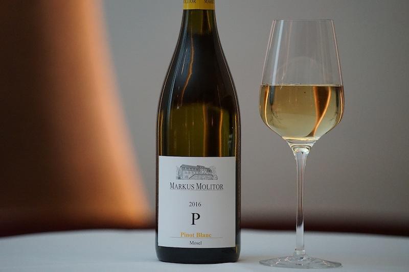 """Vom Weingut Markus Molitor: Pinot Blanc """"P"""" - Markus Molitor hat mit seinem einzigartigen Weinen das verstaubte Mosel-Image aufpoliert"""