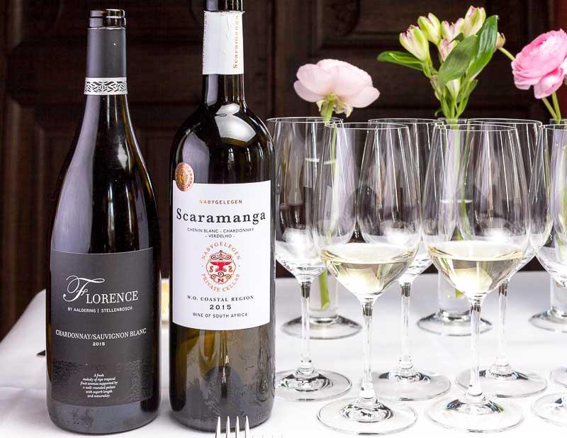 Zum ersten Gang von Sebastian Prüßmann gibt es zwei Weissweine aus Südafrika. 2015 Aaldering Florence Cuvée sowie 2015 Nabygelegen Scaramange Cuvée