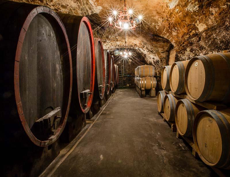 Der historische Weinkeller unter dem Stammhaus des Weinguts Hans Wirsching in Iphofen / © FrontRowSociety.net, Foto: Georg Berg