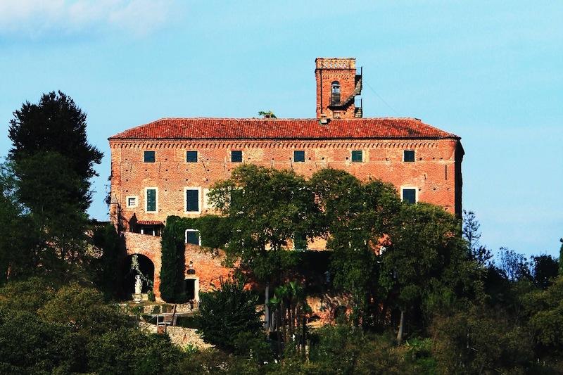 Ein Castell, in welchen Legenden lebendig werden: Castello di Monteu Roero