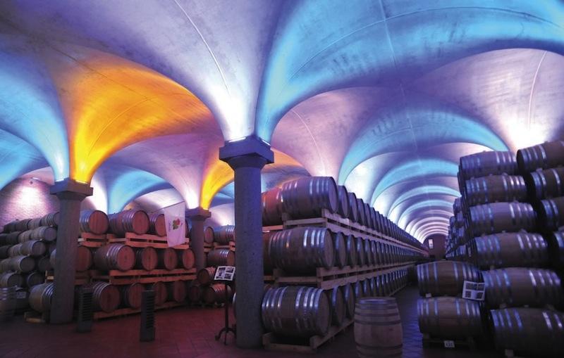 Der 2005 in Betrieb genomme Alterungskeller der Distilleria Berta, hier soll der Geist des Weines über allen schweben