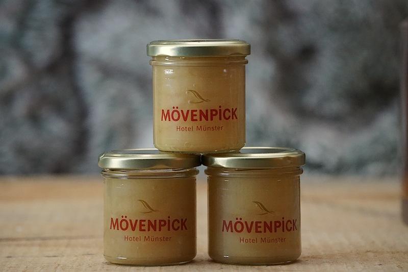 Im Chesa Rössli wird der Honig verarbeitet, welcher vom hauseigenen Bienenvolk - auf dem Dach des Hotels - produziert wird