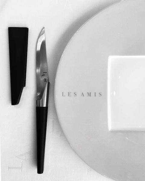 Die Katana Messer von Henri Mazelier sind weltweit bekannt und begehrt. Im Restaurant Les Amis speist man mit eben diesen