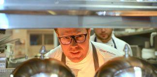 """Küchenchef Oliver Windau sorgt im Romantik Hotel Hof zur Linde für """"erleichterte"""" westfälische Küche mit internationalen Einflüssen"""