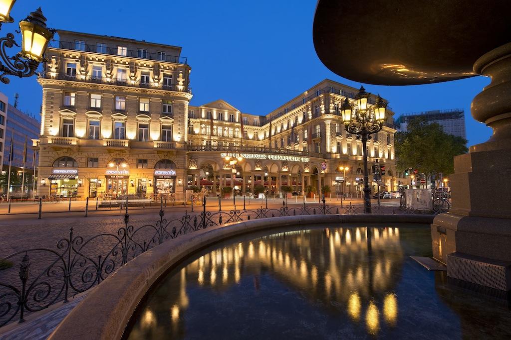 Im Luxushotel Steigenberger Frankfurter Hof befindet sich eines der besten Restaurants Frankfurts, das Français
