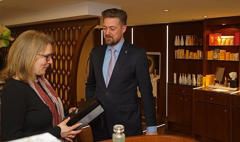 THE SPA Manager Benjamin Jansenim Gespräch mit FrontRowSociety Redakteurin Annett Conrad