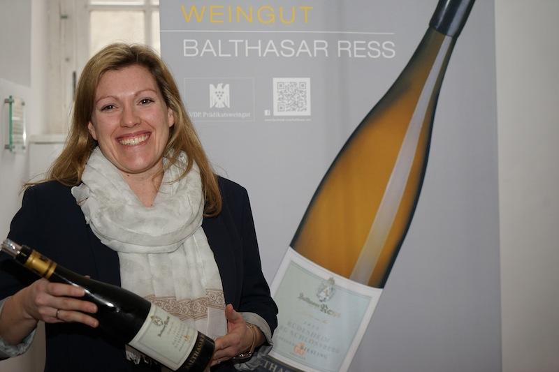 In Wiesbaden, in der Weinbar und Vinothek des Weinguts Balthasar Ress können Besucher Weine aus dem umfangreichen Portfilio degustieren