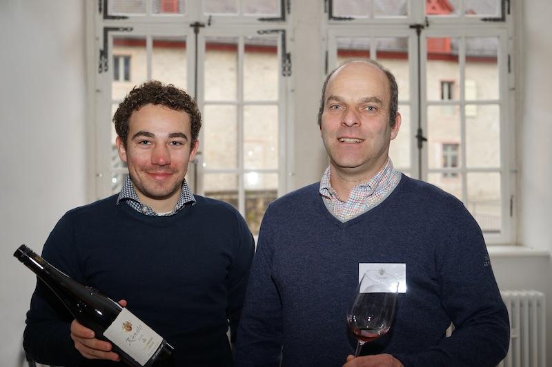 Vom Weingut Künstler trat Rolf Schregel (re.) die Reise aus Hochheim am Main an
