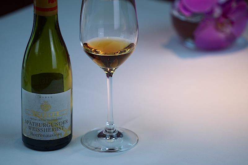 """Die Beerenauslese Spätburgunder """"Freiberger Schloßberg"""" vom Weingut Stilger aus dem Jahr 2013 schmiegte sich um die Elsässer Gänseleber; eine ausgezeichnete Wahl"""