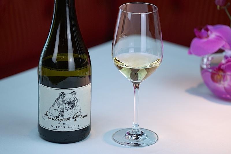 Ein Sauvignon Blanc vom Weingut Oliver Zeter begleitete die Karottensuppe