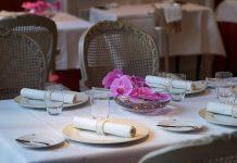 Das Restaurant Français präsentiert sich im eleganten Art Deco Stil
