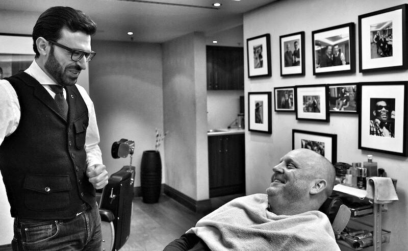 FrontRowSociety Herausgeber Andreas Conrad folgte der Einladung von Mounir Damlkhi und kam ebenfalls in den Genuss der Barbierkünste im Frankfurter Hof