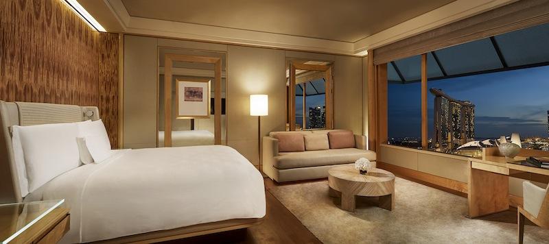 Das Zimmer der Kategorie Club Deluxe Marina gehört zur höchsten Zimmerkategorie, vor den Suiten