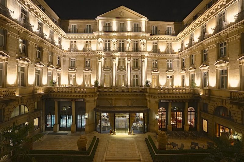 Das 5 Sterne Steigenberger Hotel Frankfurter Hof ist zu jeder Tageszeit eine imposante Erscheinung