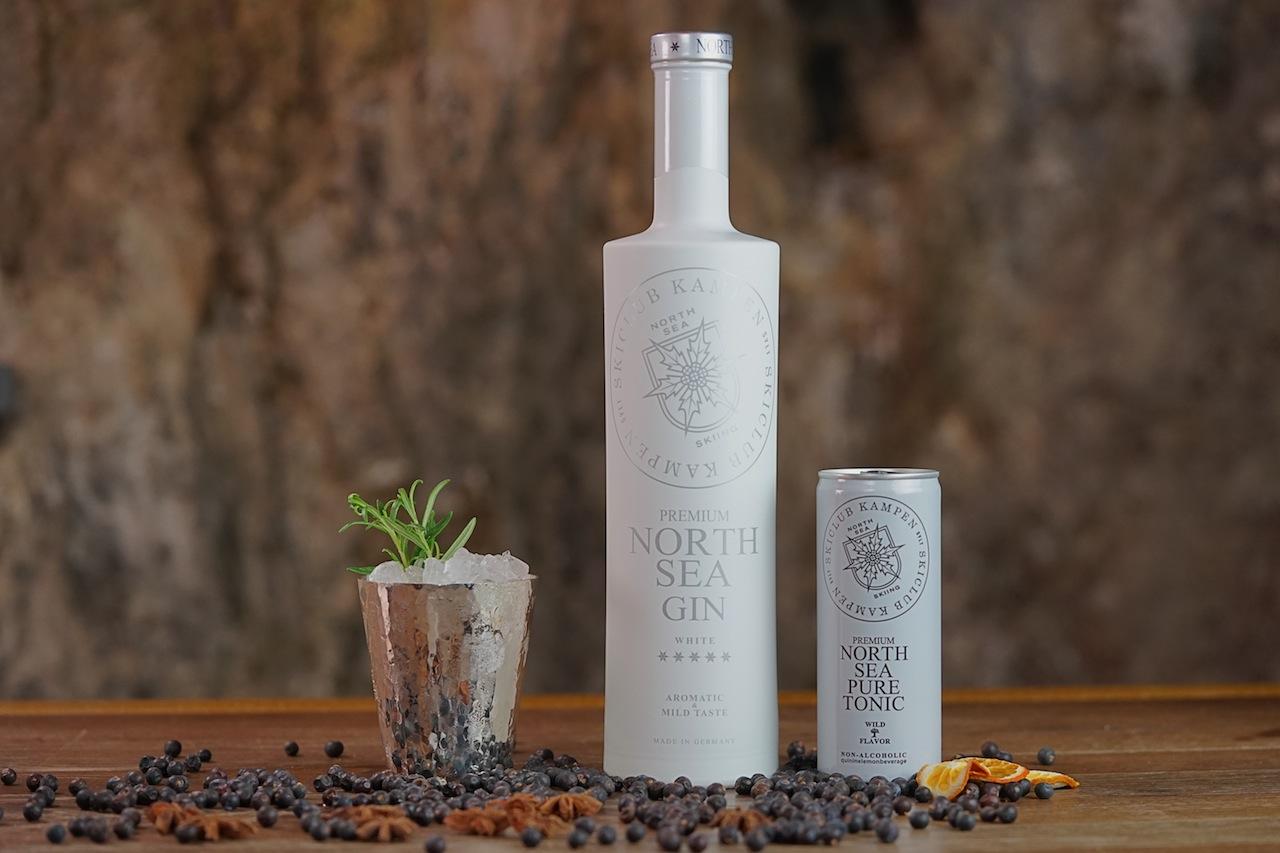Guter Gin sollte aus dem Glas oder dem Silberbecher genossen werden
