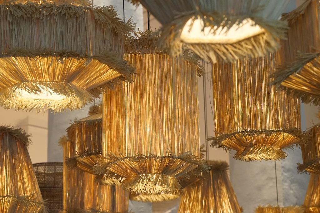Die Deckenbeleuchtung: Architektin Paola Navone verschmolz modernes Design mit traditionellen Peranakan-Akzenten