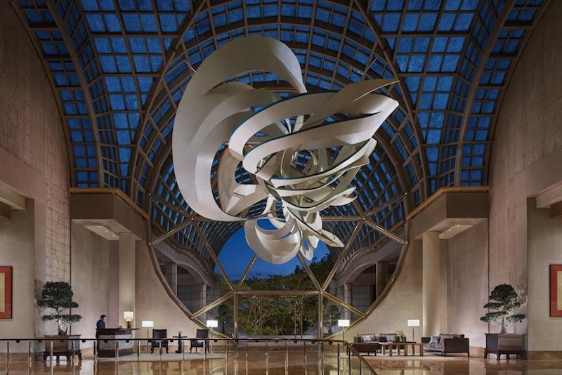 """Das größte aller Kunstwerke, das """"Cornucopia"""" - von über 4200 Exponaten - empfängt den Gast in der großräumigen Lobby des Luxushotels"""