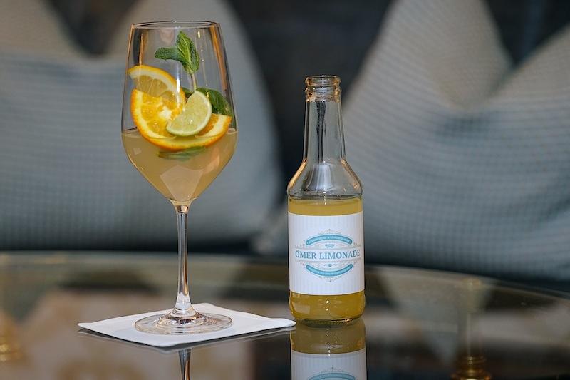 Ein echtes Original des 5 Sterne Steigenberger Hotels Frankfurter Hof: Die Ömer Limonade, benannt nach dem Schöpfer dieses Getränks, Ömer Gezer, der langjährige Barchef